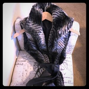 NWOT Via Spiga Faux fur vest with leather belt